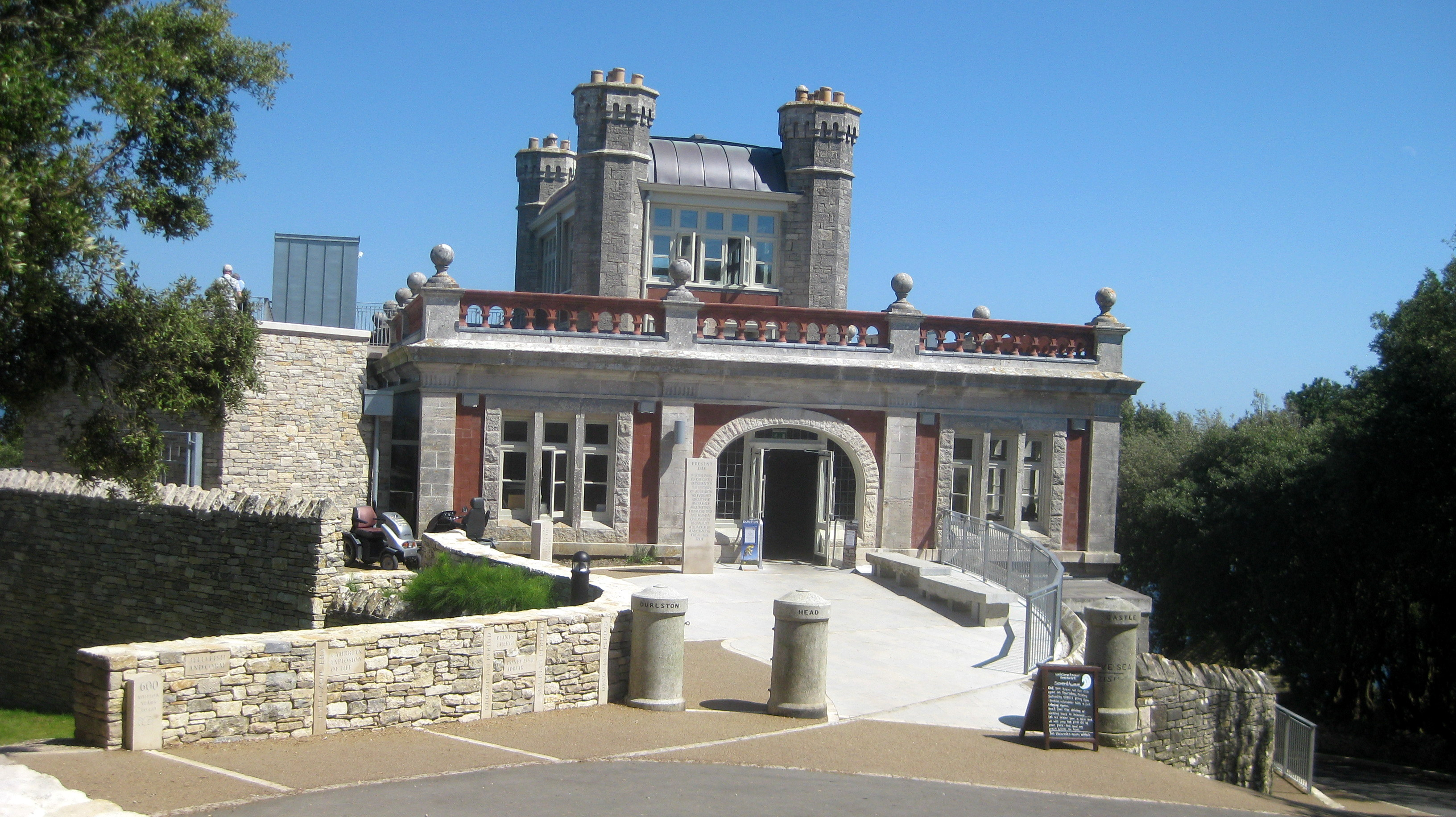 2012-07-25_Durston_Castle_main_entrance