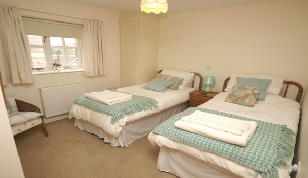 holiday cottage in lulworth cove twin bedroom