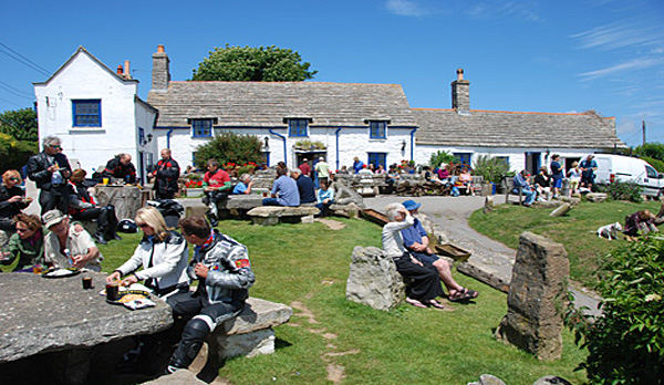 cottage to rent in worth matravers Square Compass Pub