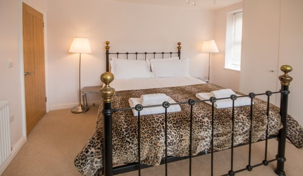 luxury dorset holiday cottage double bed