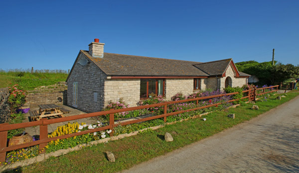 cottage to rent in worth matravers external view 2