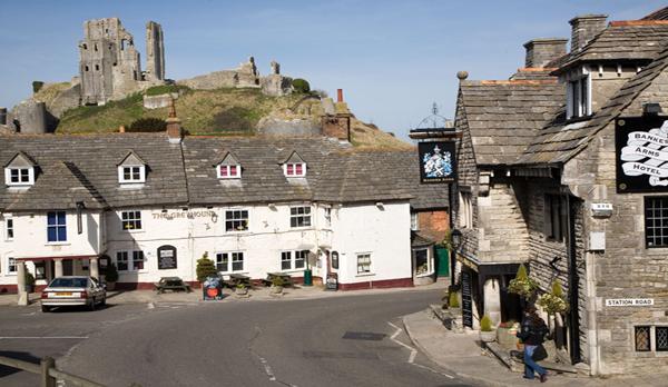 corfe_castle_town_view