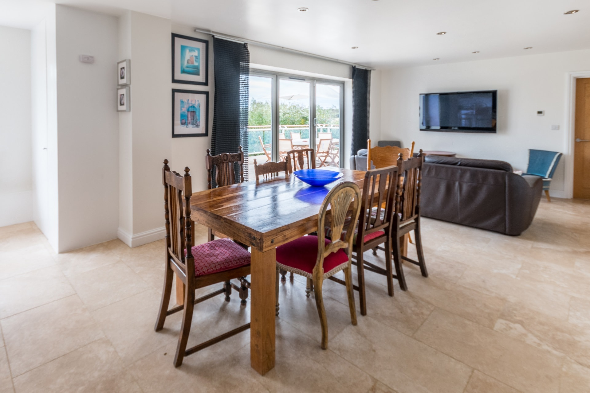 luxury dorset holiday cottage dining table