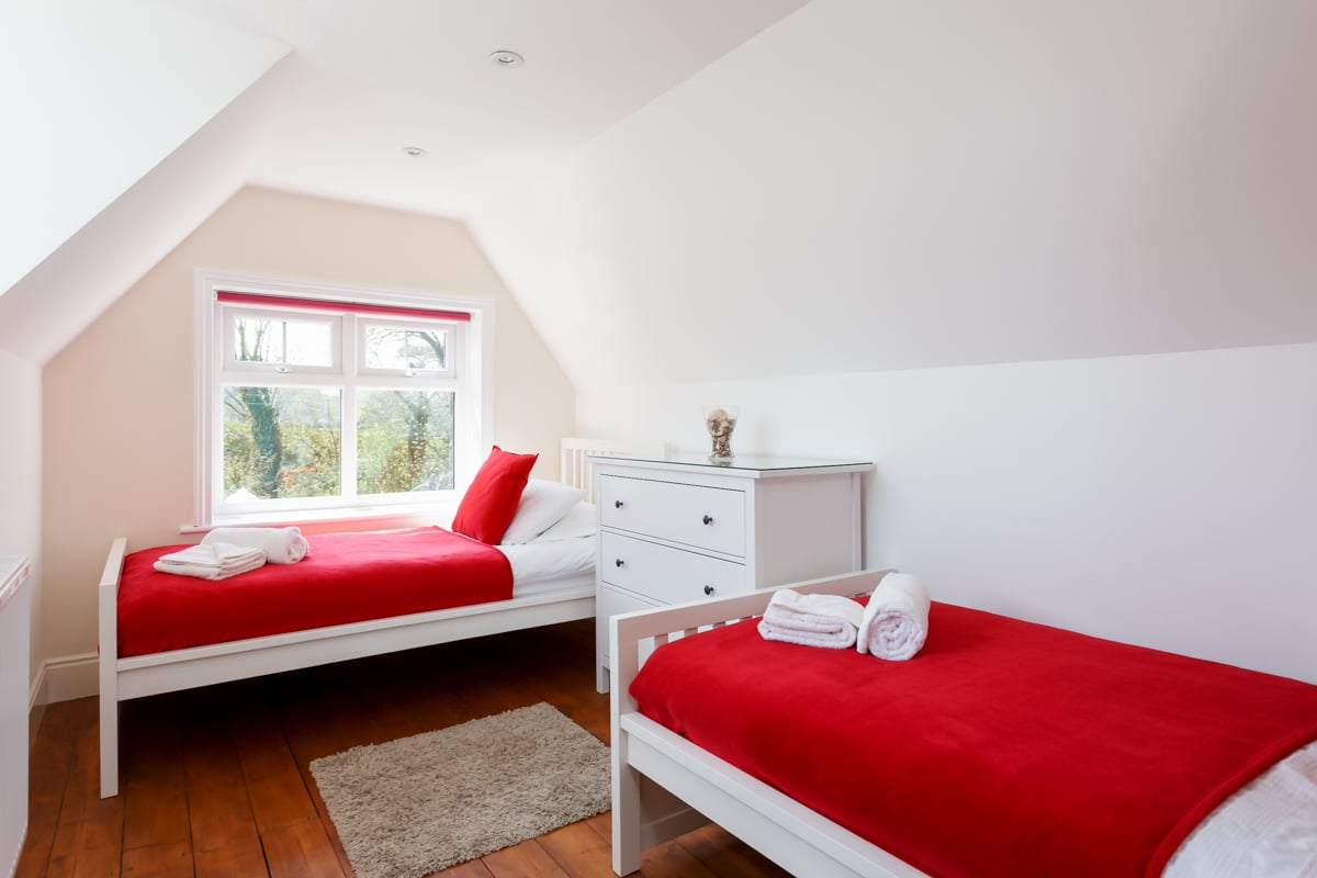holiday home with sea views twin bedroom