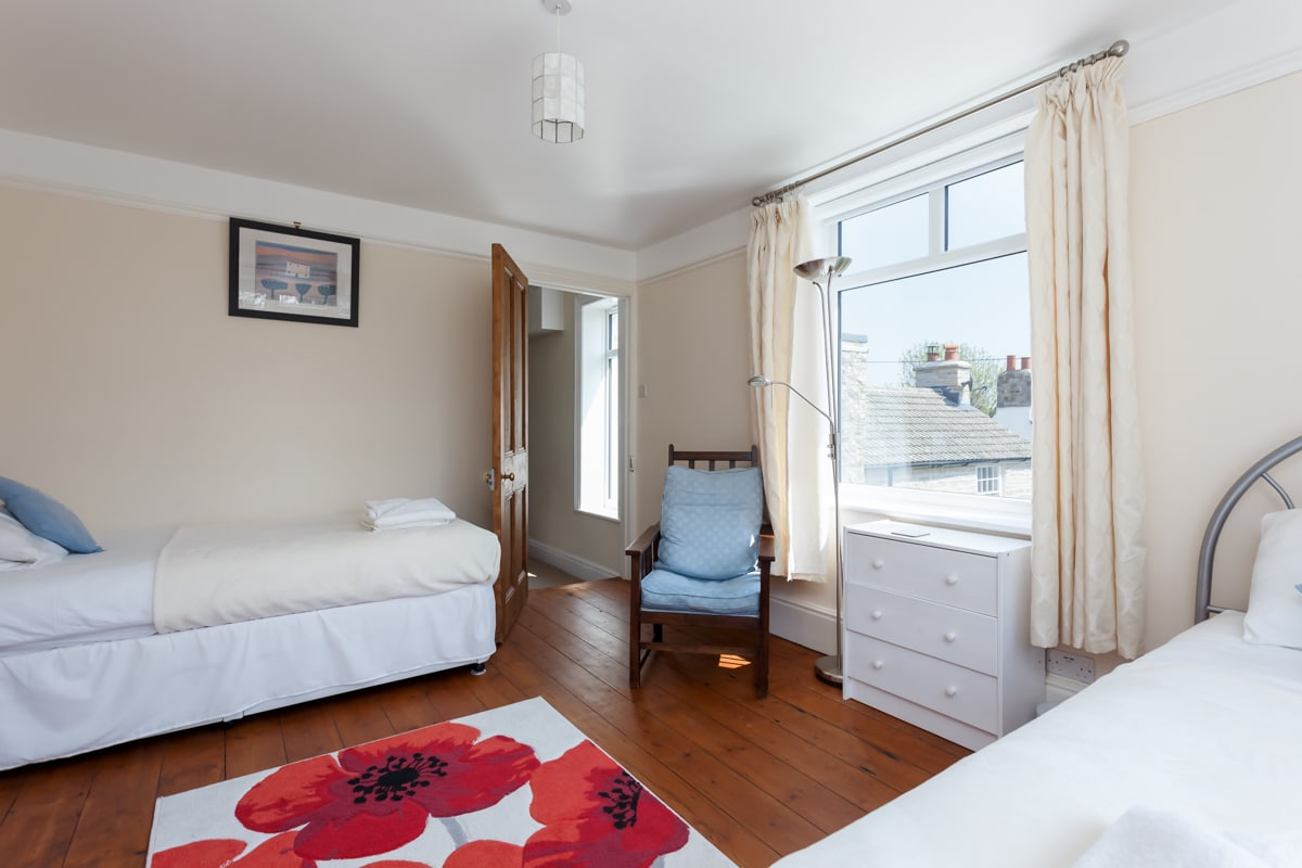 holiday home with sea views twin bedroom 2
