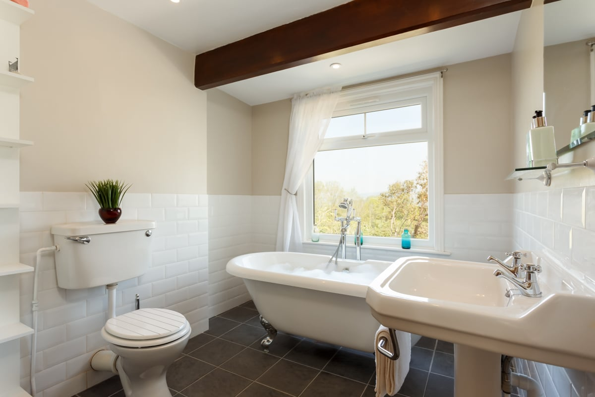 holiday home with sea views bathroom 3