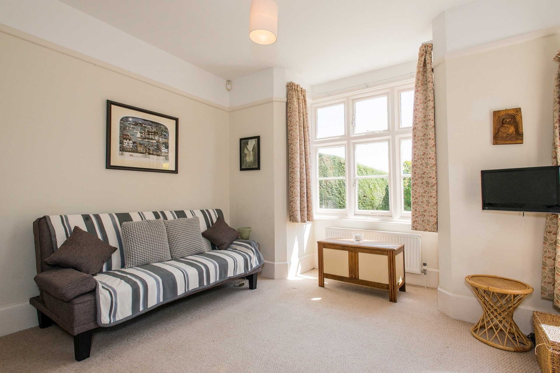 fabulous holiday home in church knowle living room