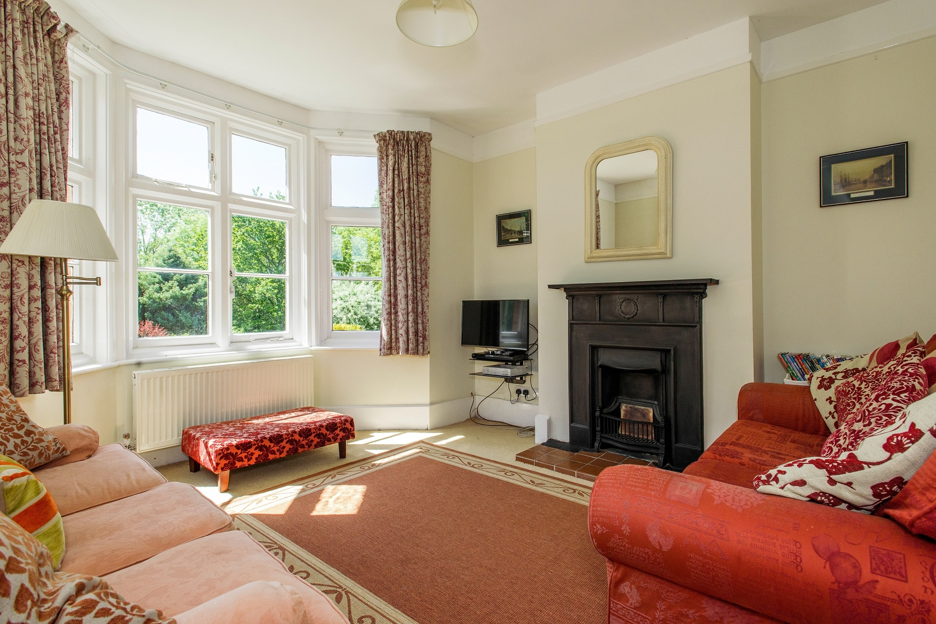 fabulous holiday home in church knowle living room 2