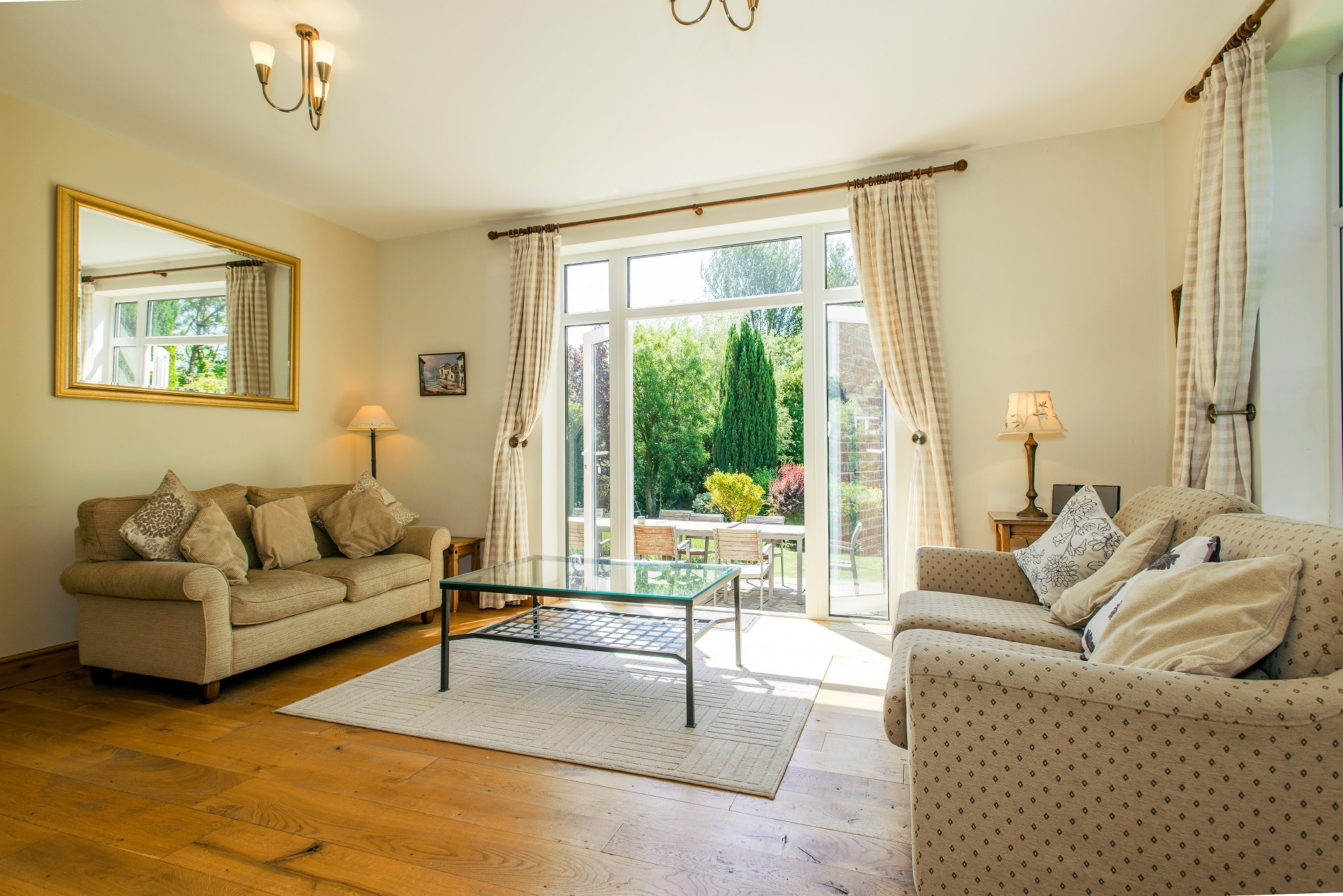 fabulous holiday home in church knowle living room 3